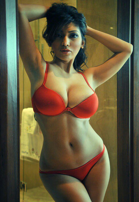 Escorts in Gulburg Lahore